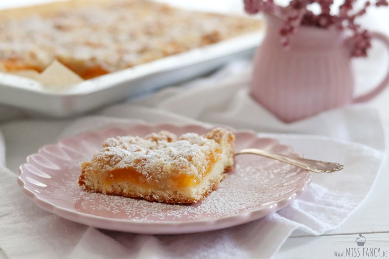 Aprikosenstreusel Blechkuchen | Miss Fancy - Köstlichkeiten aus meiner Küche