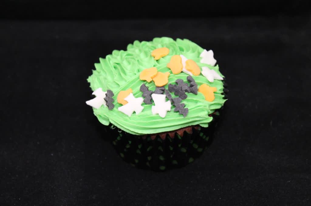 Schoko-Rum Halloween Cupcake mit Deko