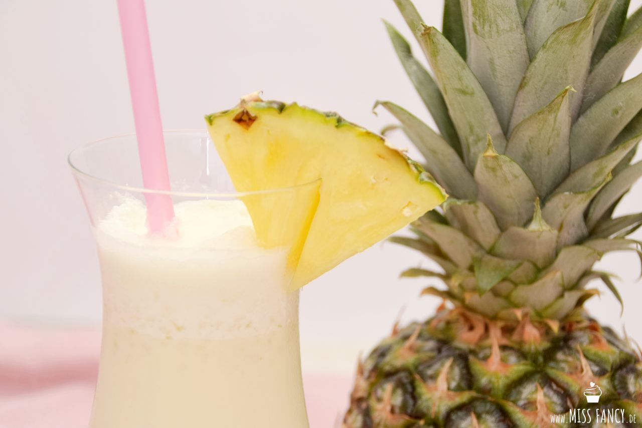 Pina-Colada-Sommercocktail-missfancy