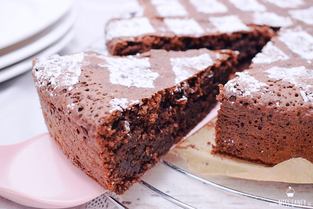Saftiger Schokoladenkuchen Mit Mandeln Miss Fancy Lifestyle Blog