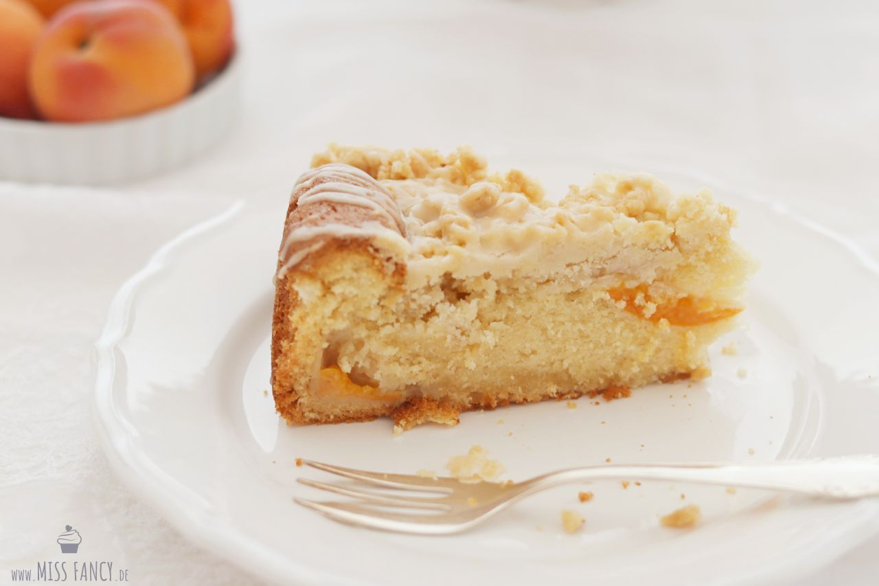 Aprikosen-Eierlikör-Streuselkuchen